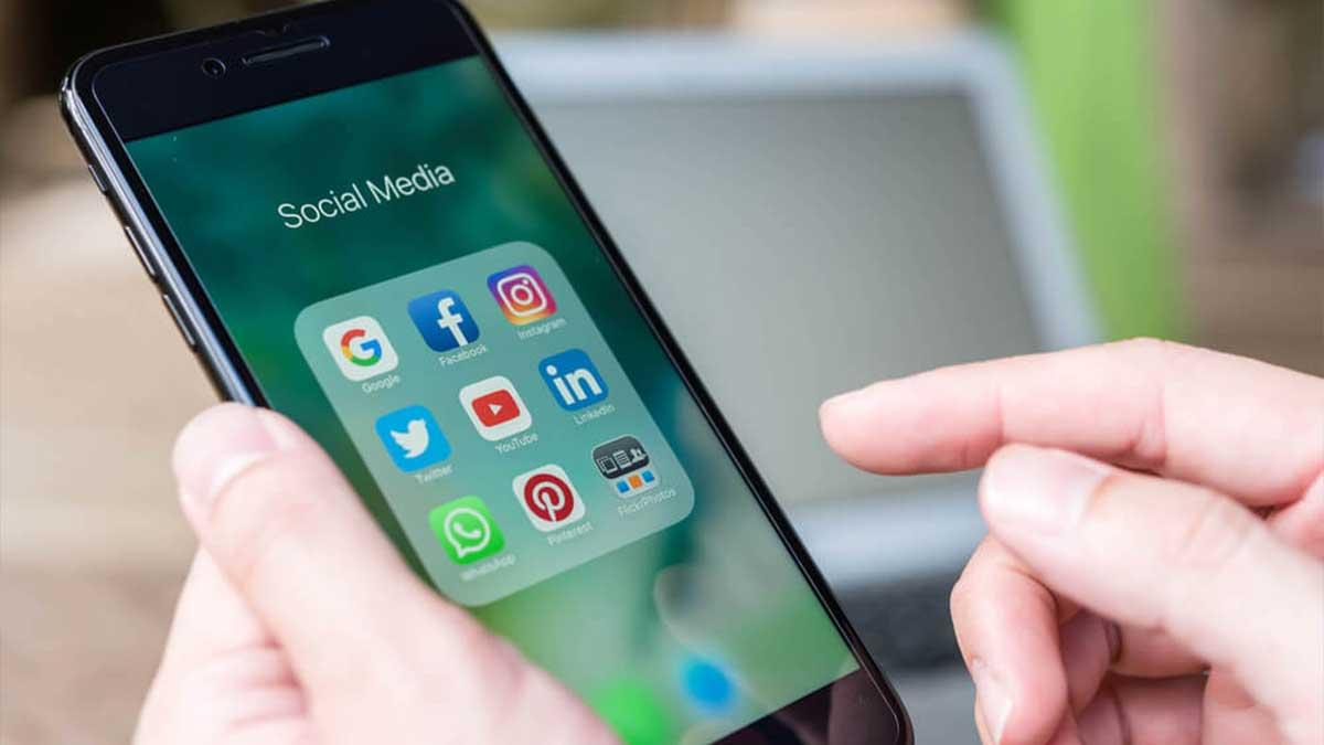 Judges social media